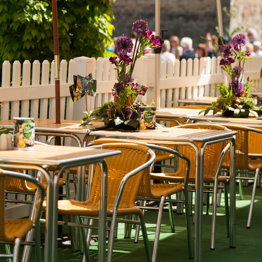 How to Create a Memorable Outdoor Dining Experience for your Guests